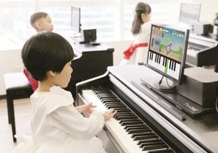 小孩几岁适合学钢琴_济南儿童钢琴培训班高清图片