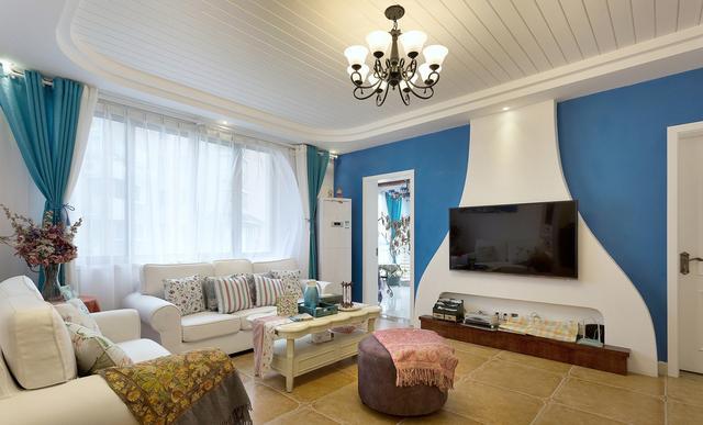 客厅:电视背景墙,设计为蓝白色的海洋主题,很有地中海的味道.