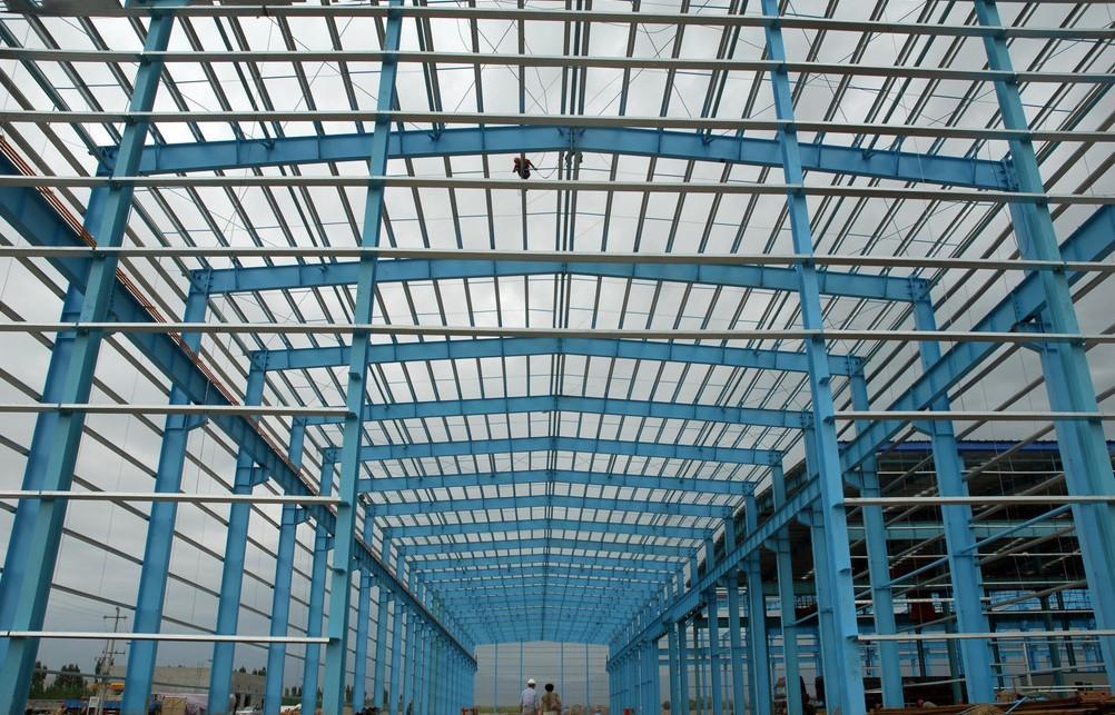 南京市厂房钢结构安全检测鉴定机构 联系电话 13600140070 联系人 张经理 &160一、本公司钢结构厂房安全检测鉴定项目实例分析: 某轻钢厂房于2005年建成,该厂房主体结构为焊接H型钢门式刚架轻型钢结构厂房,刚架顶标高15.3米,厂房共5跨,每跨跨度24.0米,每跨由20榀刚架组成,刚架柱距两端为7.
