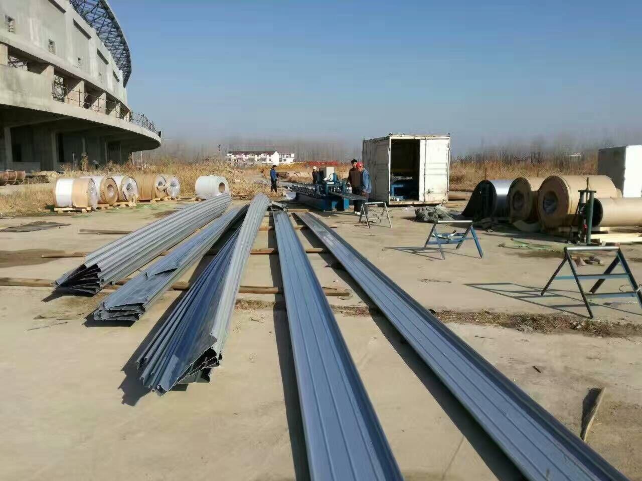 广泛用于钢结构厂房,简易活动房的屋面,墙体,空气洁净室的吊顶与